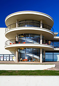 Exterior of the De La Warr Pavilion in Bexhill on Sea East Sussex UK designed by Erich Mendelsohn and Serge Chermayeff in 1935 - Stock Image - AJM3MW