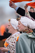 Netherlands, Scheveningen. Bicentenary. Historic landing at Scheveningen beach. Fishermen and women in traditional costume - Stock Image - DMNXJY