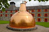 Ireland, County Cork, Old Midleton Distillery, Copper vat - Stock Image - A8H1F2