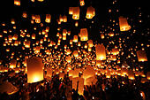 Chiang Mai, Thailand. 24th November 2012. Khom Loy Lanterns at the Yee Peng Sansai Floating Lantern Ceremony, part of the Loy Kratong celebrations in homage to Lord Buddha at Maejo, Chiang Mai, Thailand - Stock Image - D0FGEX