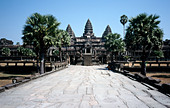 Main temple (Angkor Wat) of UNESCO world heritage site Angkor near Siem Riep in Cambodia - Stock Image - A3KEDT