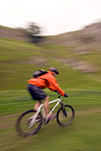 mountain biking Cavedale Castleton in the Peak District National Park Derbyshire UK England GB Great Britain - Stock Image - B55XK8