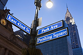 Pershing Square and Park Avenue street signs at dusk, New York City, USA - Stock Image - D9DHN2