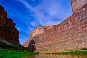 Narrow Canyon, Colorado River, Glen Canyon National Recreation Area, Utah USA - Stock Image - D6WW41