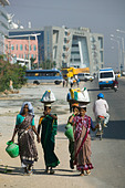 INDIA, Andhra Pradesh, Hyderabad: HITEC CITY, Major center of Indian Software Call Centre Industry. Morning Rush hour (NR) - Stock Image - ANXTMD
