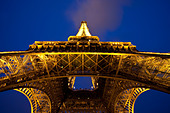 Eiffel Tower at night, Paris France - Stock Image - BDA87Y
