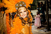 Sitges, Spain. March 4th, 2014: A children reveler dance during the Sunday parade of the children carnival parade in Sitges. © Matthias Oesterle/Alamy Live News - Stock Image - DWCNC8