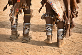 anklets on Hamer women dancing at a bull jumping ceremony near Turmi in the Omo Valley, Ethiopia - Stock Image - DY8NAR