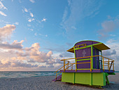 Art Deco style lifeguard station  on South Beach Miami at sunrise - Stock Image - BC5303