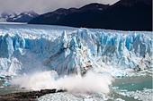 Calving Perito Moreno glacier, Lago Argentino, Los Glaciares National Park, near El Calafate, Patagonia, Argentina - Stock Image - C90G13