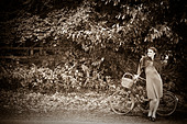 Girl with a bicycle in a vintage 1940 style - Stock Image - BPBY35