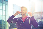 athlete with earphones running in the city - Stock Image - H7MH9N