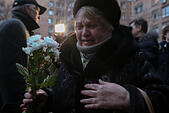 Moscow, Russia. 25th December, 2016. Crying people near Alexandrov Hall, a rehearsal room of the Alexandrov Ensemble, as they pay tribute to the victims of a Russian Defense Ministry plane crash. A Tupolev Tu-154 plane of the Russian Defense Ministry with 92 people on board crashed into the Black Sea near the city of Sochi on December 25, 2016. The plane was carrying members of the Alexandrov Ensemble, Russian servicemen and journalists to Russia's Hmeymim air base in Syria. Fragments of the plane were found about 1.5km from Sochi coastline. © Victor Vytolskiy/Alamy Live News - Stock Image - HF0976
