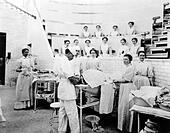 1899 OPERATION IN SAINT LUKE'S HOSPITAL NYC USA - Stock Image - E633NB