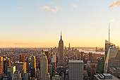 Aerial view of Manhattan skyline with the Empire State Building from Top of the Rock, New York City. - Stock Image - DT53NA