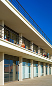 Exterior of the De La Warr Pavilion in Bexhill on Sea East Sussex UK designed by Erich Mendelsohn and Serge Chermayeff in 1935 - Stock Image - AJM3MX