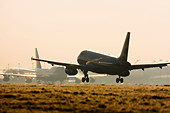 Commercial airliner landing at London Heathrow with condensation trails forming over the wings. - Stock Image - C3HBWA