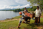 Men selling fish at Lake Kandalama, Sri Lanka - Stock Image - CTFRP5