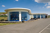 1930 s white art deco modernist architecture building on the seafront Cricieth north wales designed by Clough Williams Ellis - Stock Image - B09EFH