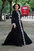 Linzi Stoppard models the world's most expensive abaya. The diamond-encrusted Islamic dress, designed by couture designer - Stock Image - C0H18J