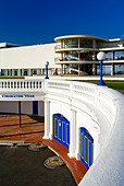 Exterior of the De La Warr Pavilion in Bexhill on Sea East Sussex UK designed by Erich Mendelsohn and Serge Chermayeff in 1935 - Stock Image - AJM3NM