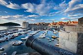 old town harbour Dubrovnik Dalmatia Croatia - Stock Image - B8AHXN