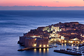 old town harbour dusk Dubrovnik Dalmatia Croatia - Stock Image - B8AHXD