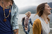 Young friends walking at lakeside - Stock Image - F5CKF4