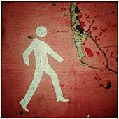 Pedestrian sign walking on asphalt - Stock Image - S05TM0