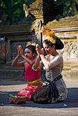 hindu-devotees-prays-at-a-temple-in-ubud